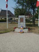Le monument aux morts sur la place d'Authie